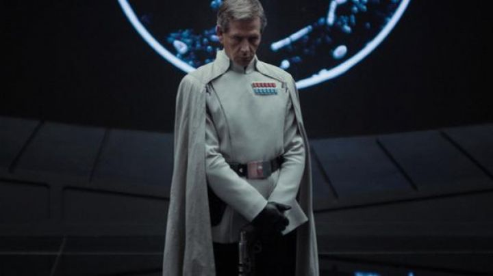 The uniform of Orson Callan Krennic (Ben Mendelsohn) in Roque One : A Star Wars Story - Movie Outfits and Products