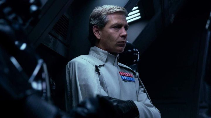 The uniform of Orson Krennic (Ben Mendelsohn) in Roque One : A Star Wars Story - Movie Outfits and Products