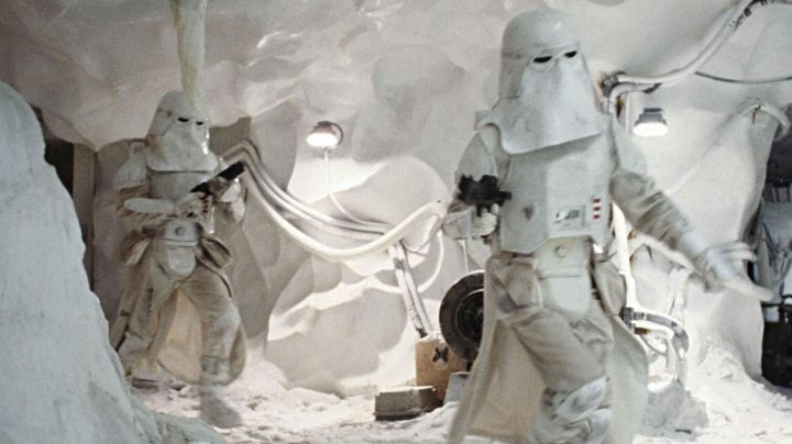"""The uniform of a Snowtrooper in """" Star Wars V : The Empire against attack - Movie Outfits and Products"""
