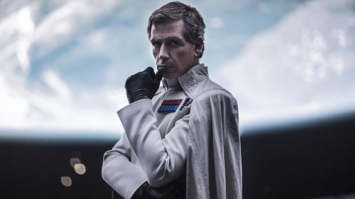 The uniform of the Director Krennic in Rogue One : A Star Wars Story - Movie Outfits and Products