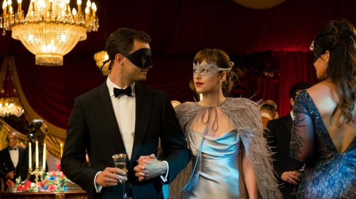 The venetian mask black Christian Grey (Jamie Dornan) in 50 shades darker - Movie Outfits and Products