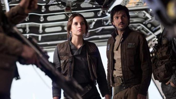 The vest Jyn Erso (Felicity Jones) in Rogue One Star Wars Story - Movie Outfits and Products