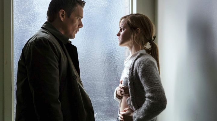 The vest grey Angela (Emma Watson) in Regression - Movie Outfits and Products