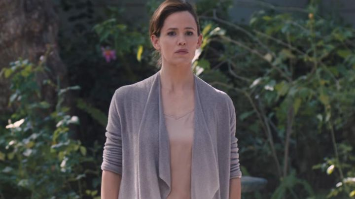 The vest grey Diana Wakefield (Jennifer Garner) in Wakefield - Movie Outfits and Products