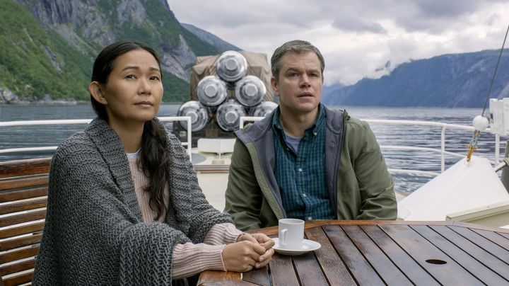 The vest oversize gray mouse in a big mesh of Ngoc Lan Tran (Hong Chau) in Downsizing Movie
