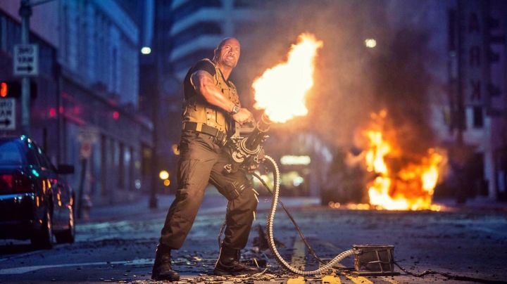 The vest tactical worn by Luke Hobbs (Dwayne Johnson) in Fast and Furious 7 - Movie Outfits and Products