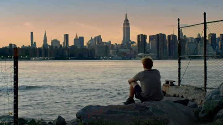 The view of Manhattan in Nobody's watching - Movie Outfits and Products