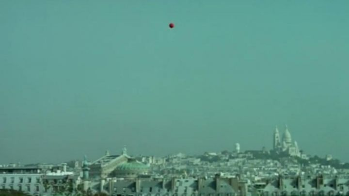 The view of Montmartre, in The flight of the red balloon - Movie Outfits and Products