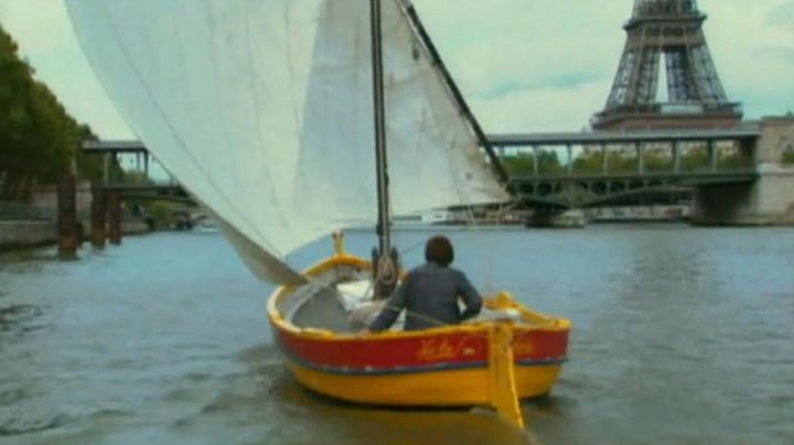 The view of The Eiffel Tower in The beaches of Agnès (Agnès Varda) - Movie Outfits and Products