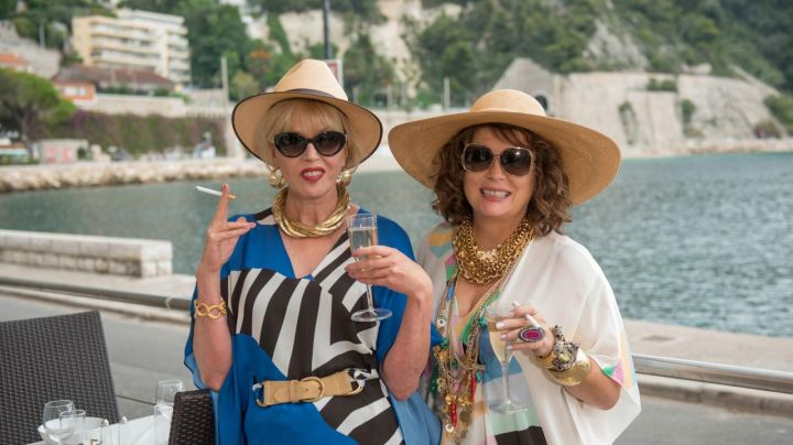 The view of the station of Villefranche-sur-mer in Absolutely fabulous the movie - Movie Outfits and Products