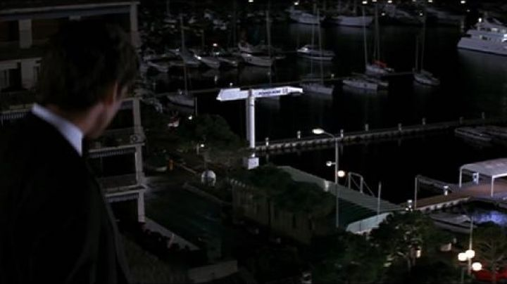 The view on the port Hercule in Monaco in GoldenEye (Pierce Brosnan) - Movie Outfits and Products