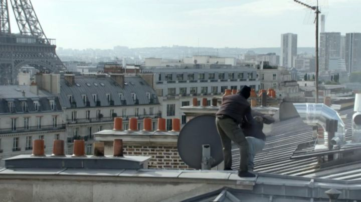 The view over the rooftops of Paris in Samba (Omar Sy) - Movie Outfits and Products