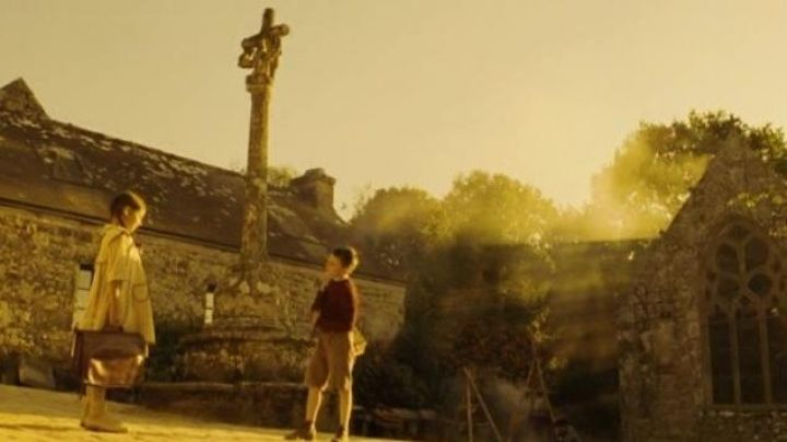The village of Lorcronan in the Finistère in un long dimanche de fiançailles - Movie Outfits and Products