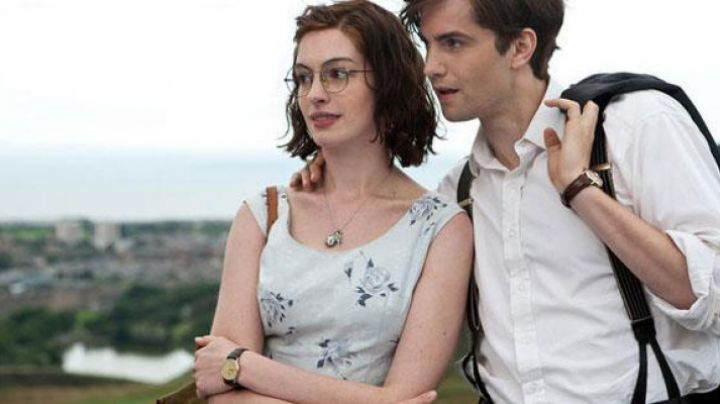 The vintage watch of Emma (Anne Hathaway) in One Day - Movie Outfits and Products
