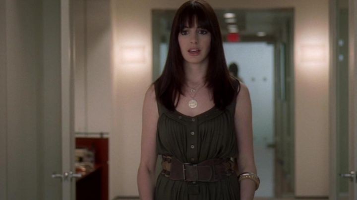 The waistband of Andrea Sachs (Anne Hathaway) in the devil wears Prada movie