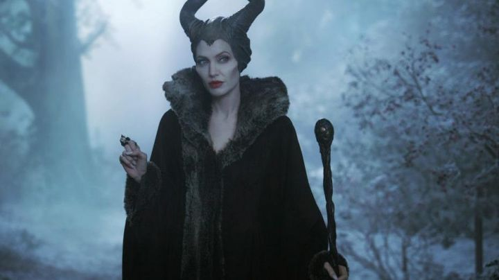 The wand of Evil (Angelina Jolie) in the movie Evil - Movie Outfits and Products