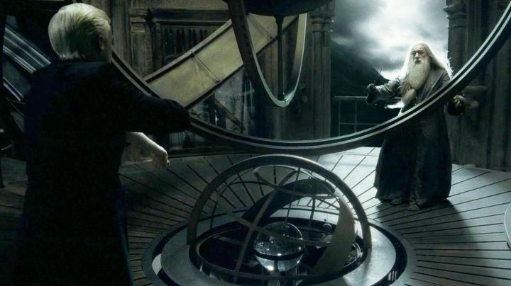 The wand of elder from Albus Dumbledore (Michael Gambon) in Harry Potter and the half-blood prince Movie