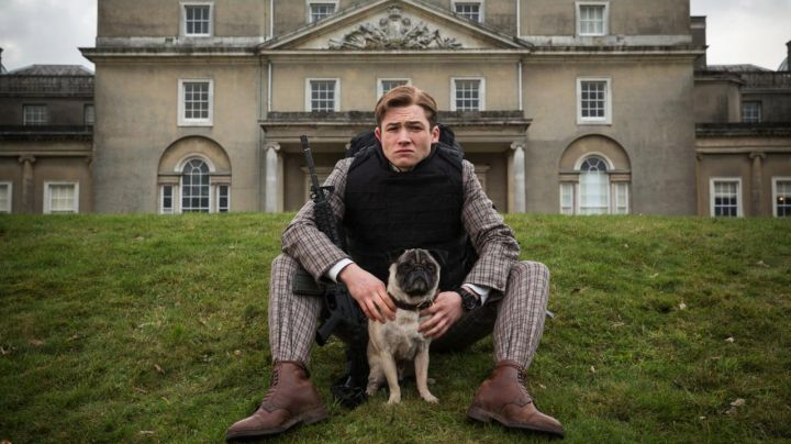 The watch Bremont BKM-DLC of Eggsy Unwin (Taron Egerton) in Kingsman : the secret Service - Movie Outfits and Products