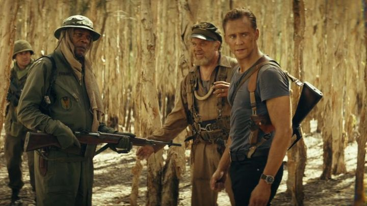 The watch Bulova James Conrad (Tom Hiddleston) in Kong : Skull Island - Movie Outfits and Products