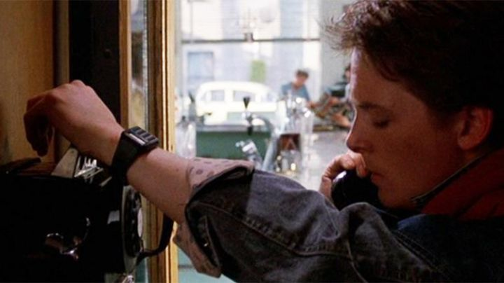 The watch Casio CA-53w of Marty McFly (Michael J. Fox) in Back To The Future - Movie Outfits and Products
