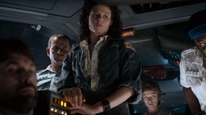 The watch Casio F-100 of Sigourney Weaver in Alien - Movie Outfits and Products