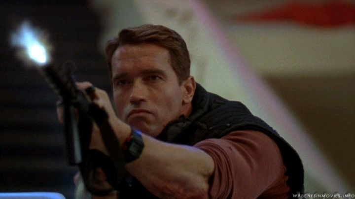 The watch Casio G-Shock black Arnold Schwarzenegger in the Running Man - Movie Outfits and Products