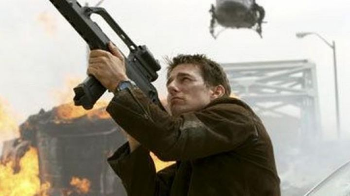 Fashion Trends 2021: The watch Casio G-Shock black Ethan Hunt (Tom Cruise) in Mission : Impossible - Protocol Ghost
