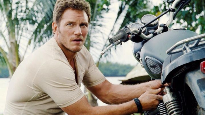 The watch Casio Owen Grady (Chris Pratt) in Jurassic World - Movie Outfits and Products