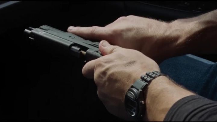 Fashion Trends 2021: The watch Casio W-87H-1VHEF of Jack Reacher (Tom Cruise) in Jack Reacher: Never Go Back