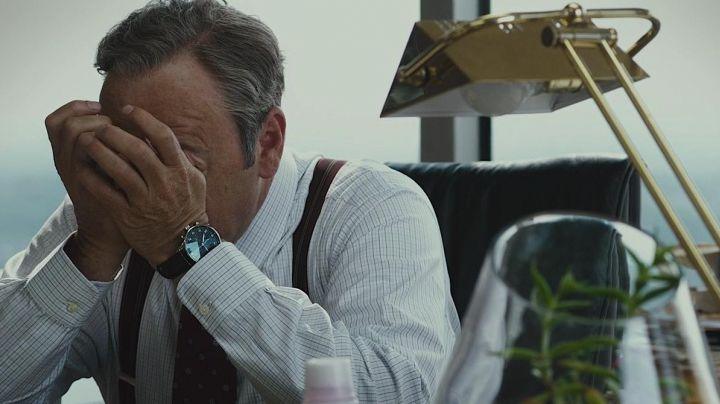 Fashion Trends 2021: The watch IWC Portuguese Sam Rogers (Kevin Spacey) in Margin Call