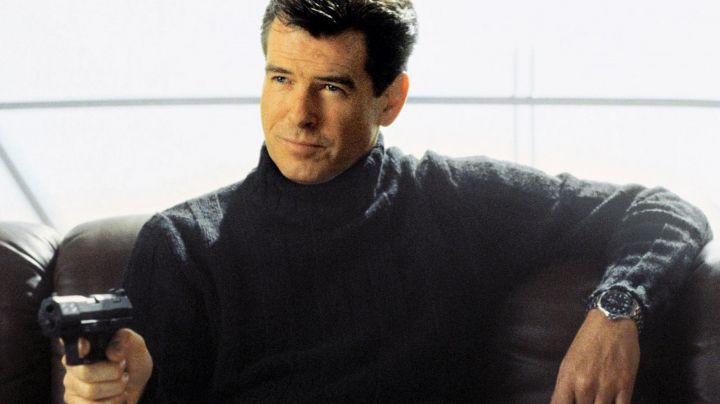 The watch Omega Seamaster Diver blue James Bond (Pierce Brosnan) The world is not enough - Movie Outfits and Products