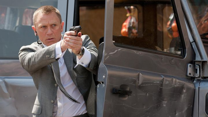 The watch Omega Seamaster Planet Ocean 600M James Bond (Daniel Craig) in Quantum of Solace