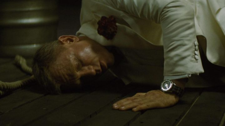 The watch Omega Seamaster Professional Co Axial 300m James Bond (Daniel Craig) in Spectrum - Movie Outfits and Products