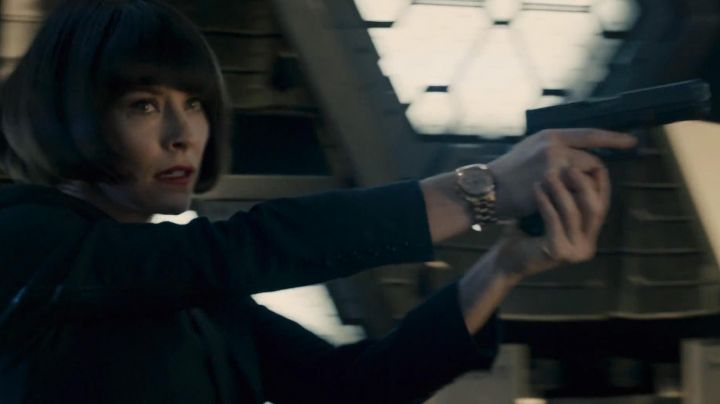 The watch color gold Zhivago of Hope van Dyne (Evangeline Lilly) in the Ant-Man movie