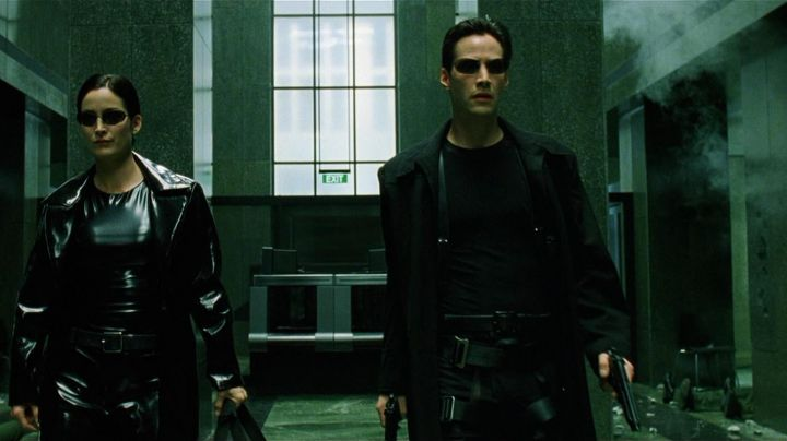 Fashion Trends 2021: The waterproof black leather Neo (Keanu Reeves) in the Matrix
