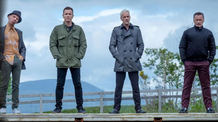 The waterproof blue/gray Sick Boy (Jonny Lee Miller) in Trainspotting 2 - Movie Outfits and Products