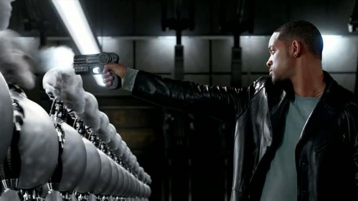 The weapon of the Detective Del Spooner's (Will Smith) in i