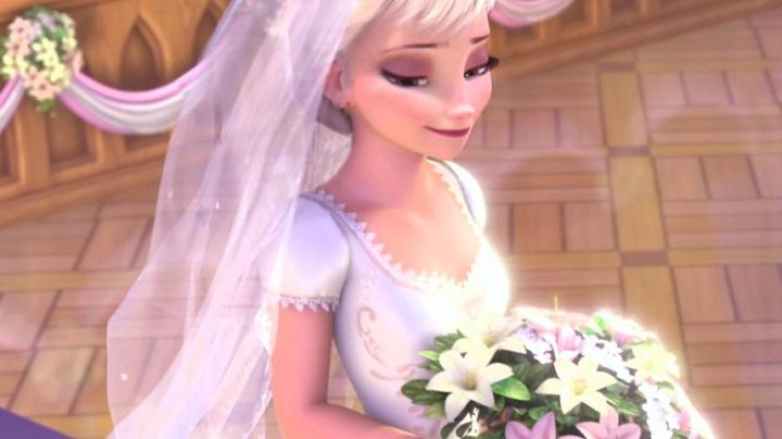 Fashion Trends 2021: The wedding dress of Anna in The snow queen