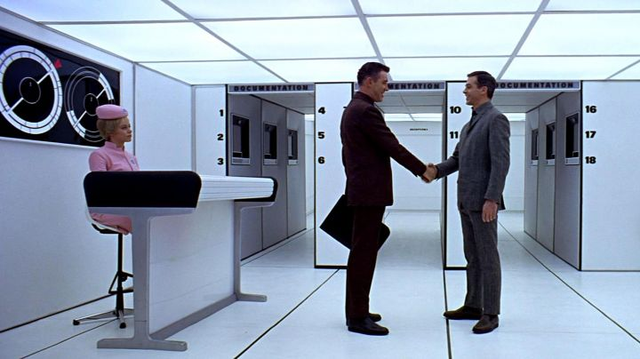 The welcome desk of George Nelson in 2001: A Space Odyssey - Movie Outfits and Products