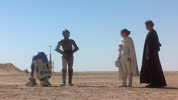 Fashion Trends 2021: The white boots of Padme Amidala (Natalie Portman) in Star Wars II : attack of The clones