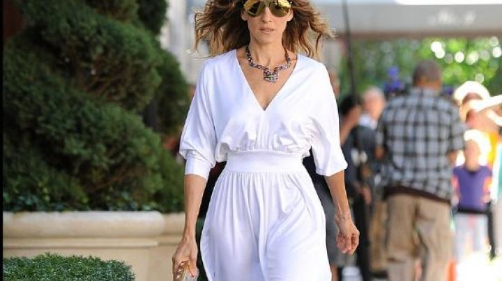 Fashion Trends 2021: The white dress Carrie Bradshaw (Sarah Jessica Parker) in Sex and the city 2