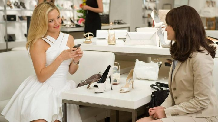 Fashion Trends 2021: The white dress from Darcy (Kate Hudson) in Duo three