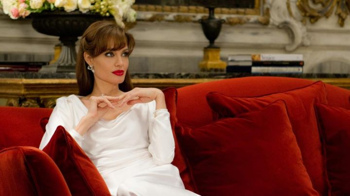 The white dress in silk, Chiara Manzoni (Angelina Jolie) in The Tourist - Movie Outfits and Products