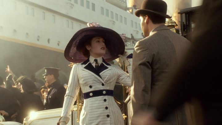 The white dress of Rose DeWitt Bukater (Kate Winslet) in the movie Titanic - Movie Outfits and Products