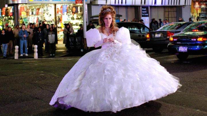 Fashion Trends 2021: The white dress of princess Giselle (Amy Adams) in There was once