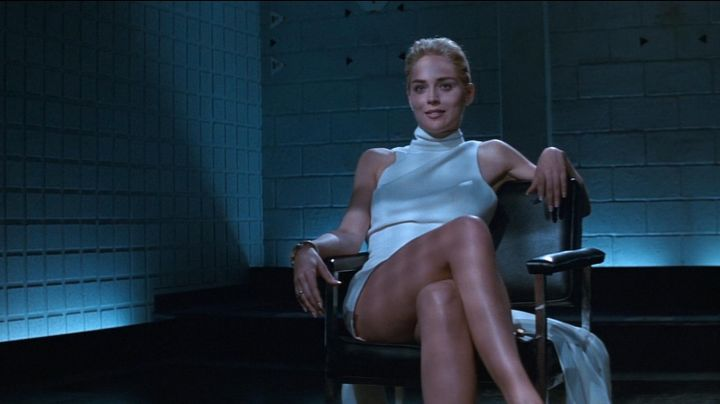 Fashion Trends 2021: The white dress with stand up collar ultra sexy worn by Catherine Tramell (Sharon Stone) in Basic Instinct