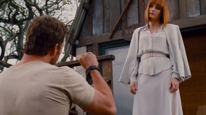 The white jacket of Claire Dearing (Bryce Dallas Howard) in Jurassic World