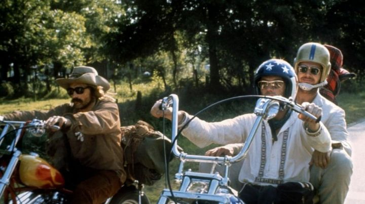 The white shirt of Wyatt / Captain America (Peter Fonda) Easy Rider - Movie Outfits and Products