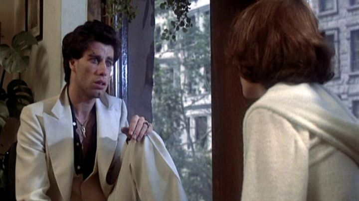 The white suit and black shirt of Tony Manero (John Travolta) in Saturday night Fever - Movie Outfits and Products