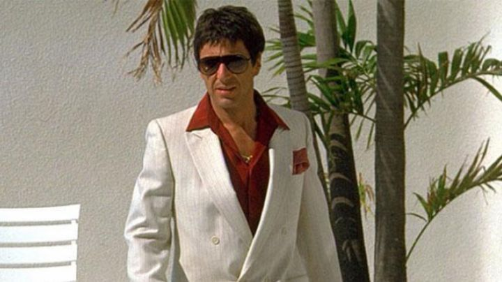 The white suit / red shirt Tony Montana (Al Pacino) in Scarface movie